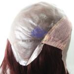 NTW4: Peluca con base de poliuretano color piel y con redecilla elástica detrás de la coronilla.